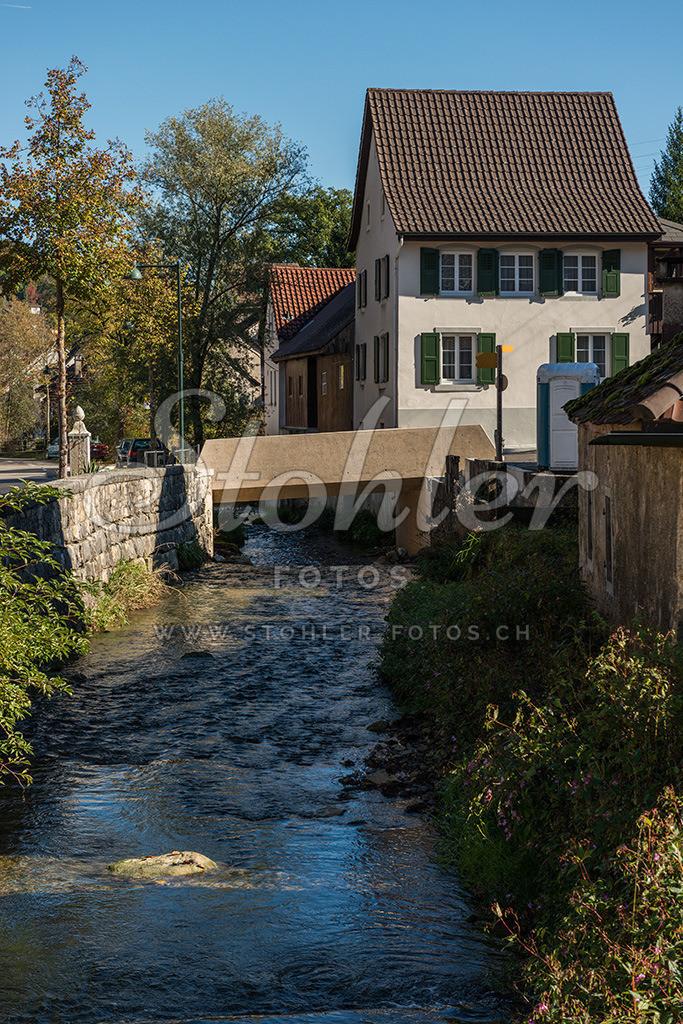 Dorfbach mit Säge, Ziefen (BL) | Dorfbach (Hintere Frenke) mit Wohnhaus der ehemaligen Säge im Oberdorf, Ziefen im Kanton Baselland.