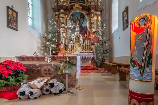 Wieihnachten in Naarn | Weihnachtlich geschmückte Naarner Pfarrkirche