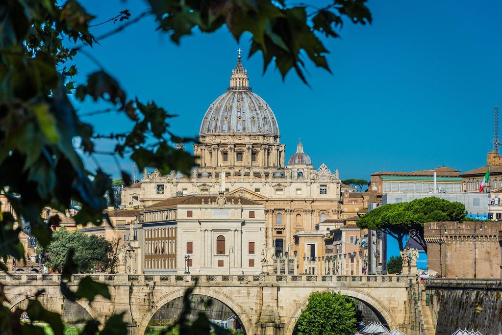 Pontel-St-Angelo+Petersdom-Rom-2