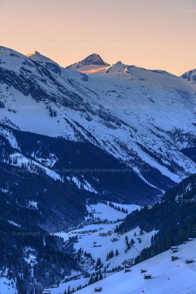 Blick in Tal und den Hintertuxer Gletscher mit dem Olperer