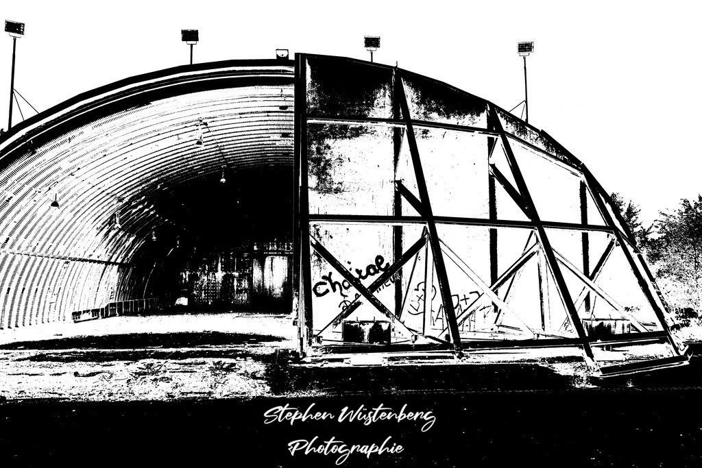 DSC00679_LostPlaces_SembachShelterInside_5   Verfremdete Schwarzweiss-Aufnahmen eines Flugzeugbunkers (Shelter) auf dem Gelände des ehemaligen Militärflugplatzes Sembach Air Base. Bearbeitet wurden die Bilder mit GIMP.