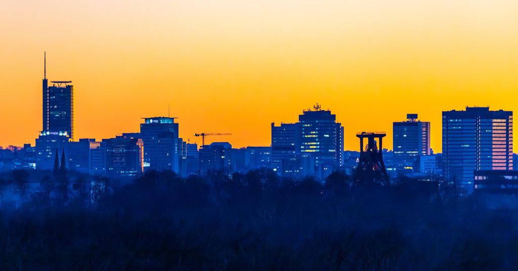 JT-190215-026 | Skyline von Essen, vorne die Zeche Zollverein, Weltkulturerbe, dahinter die Hochhäuser der Innenstadt, mit dem Rathaus, rechts, RWE Tower, links,