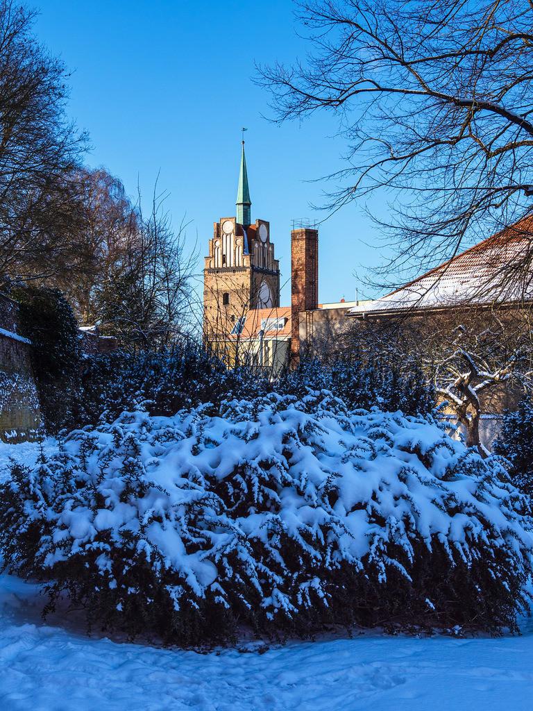 Blick auf das Kröpeliner Tor im Winter in der Hansestadt Rostock   Blick auf das Kröpeliner Tor im Winter in der Hansestadt Rostock.