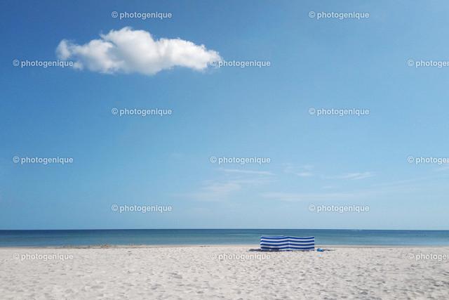 Strand ohne Menschen | Der Moment, wo Du alleine am Strand bist, die Sonne scheint und nur eine Wolke am Himmel ist