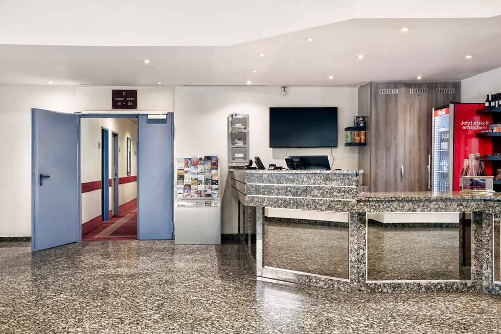 rezeption-01-hplus-hotel-hofheim