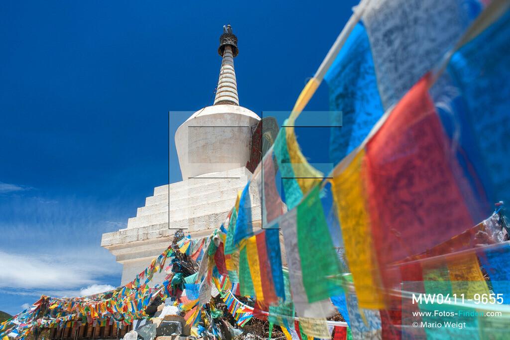 MW0411-9655 | China | Meditative Fotos | Gebetsfahnen in Tibet -  Im Land des Dalai Lama  ** Feindaten bitte anfragen bei Mario Weigt Photography, info@asia-stories.com **