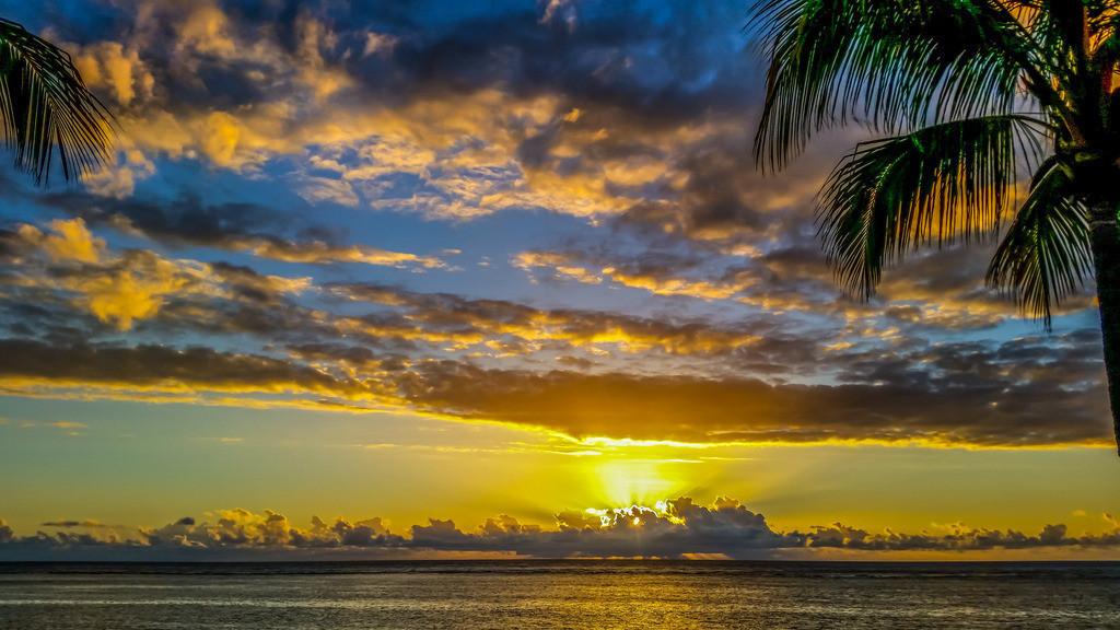 Wolkenmeer | Die Sonne scheint immer umsonst.   Phil Bosmans