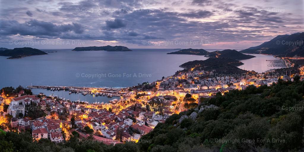 Türkei | Panorama der am Mittelmeer gelegenen kleinen Stadt Kas.