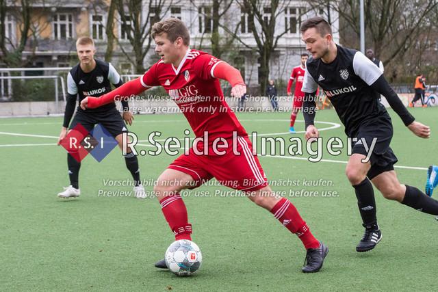 Fußball, Herren, Mercado Cup 2020, TSV Sasel (Oberliga) - FC Teutonia Ottensen 05 (Oberliga), Sportplatz Kreuzkirche, 02.02.2020 | Nick Daniel Gerken (#24, Sasel), Maximilian Benedikt Fischer (#20, Teutonia)