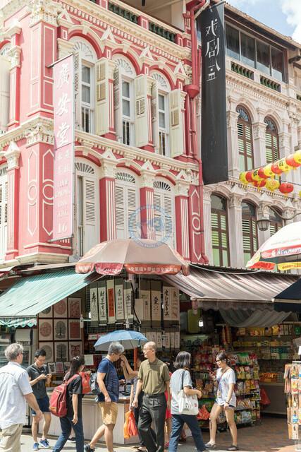 Singapur Chinatown Kolonialbau-Fassaden mit überdachten Verkaufsflächen   SGP, Singapur, 19.02.2017, Singapur Chinatown Kolonialbau-Fassaden mit überdachten Verkaufsflächen © 2017 Christoph Hermann, Bild-Kunst Urheber 707707, Gartenstraße 25, 70794 Filderstadt, 0711/6365685;   www.hermann-foto-design.de ; Contact: E-Mail ch@hermann-foto-design.de, fon: +49 711 636 56 85