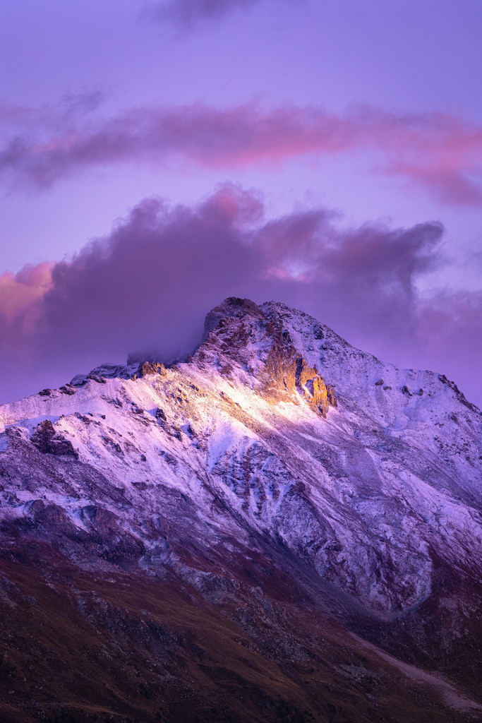 Alpine autumn | The first snow, the last rays of sun. Striking peaks that will survive the next winter untouched.
