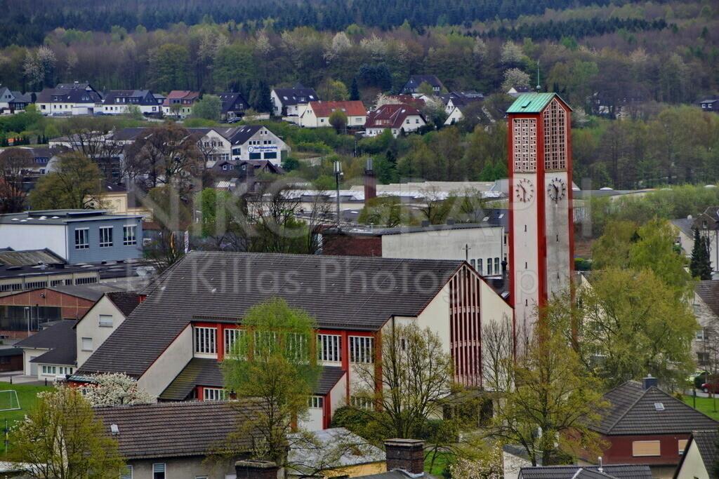 Heilig Kreuz Kirche in Menden | Die Nordseite der Heilig Kreuz Kirche in Menden.