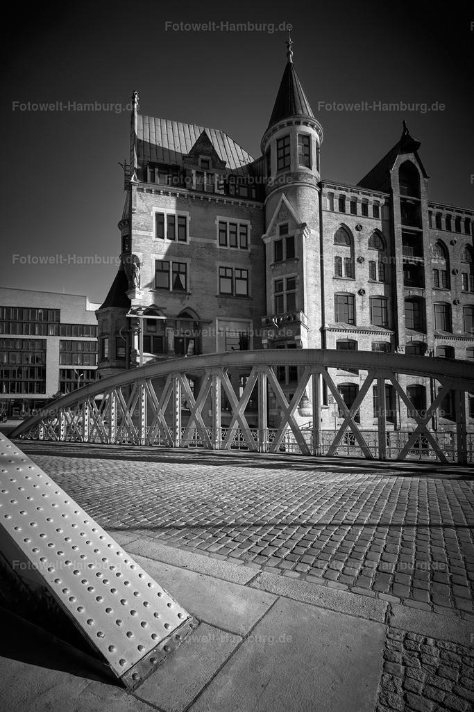 10200212 - Neuerwegsbrücke | Die Neuerwegsbrücke in der Speicherstadt eindrucksvoll in schwarzweiß eingefangen.