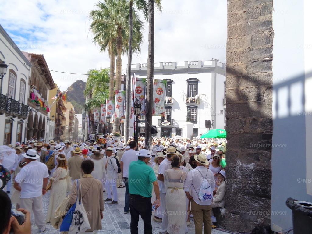 DSC00815 | Menschenansammlung in der Hauptstadt zum Dia de Los Indianos
