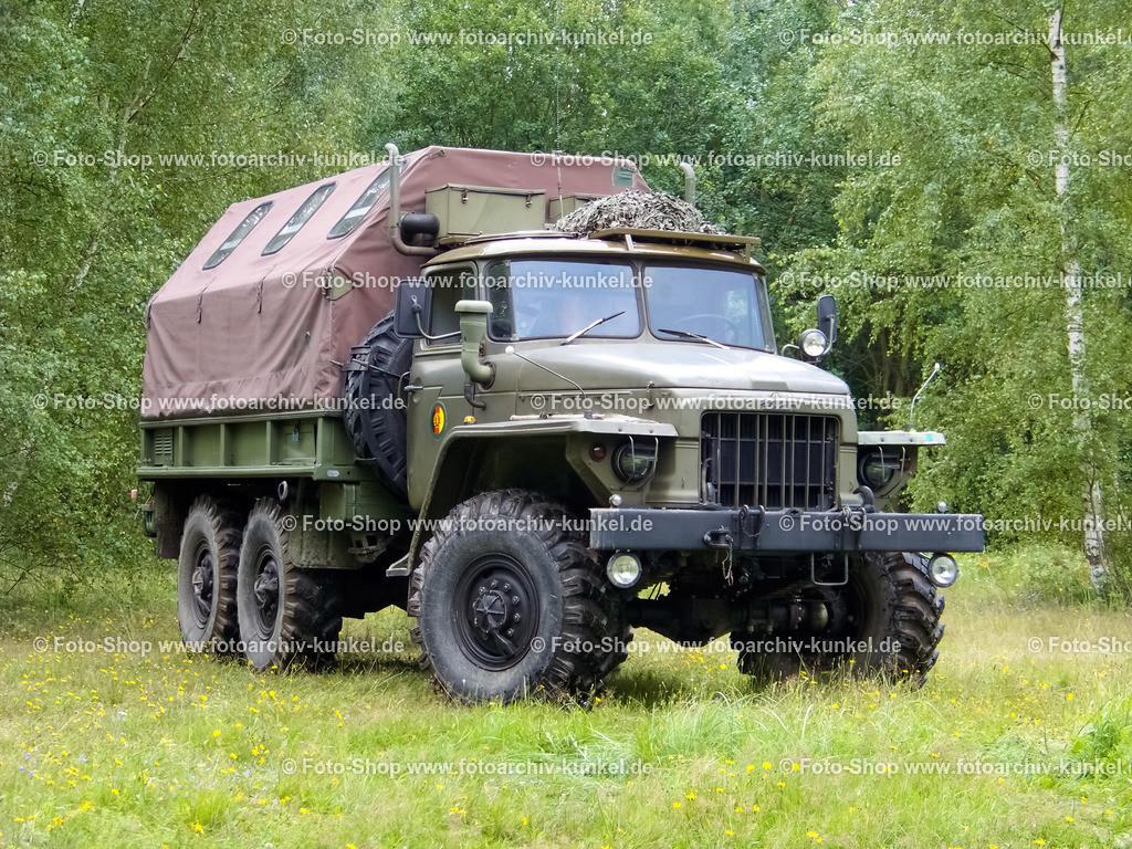 Ural-375D - Planenkofferfahrzeug der NVA | Der Ural-375D mit Planenkoffer diente sehr vielseitigen Zwecken bei der NVA. Der Planenkoffer wurde vom VEB Karosseriewerk Aschersleben hergestellt.