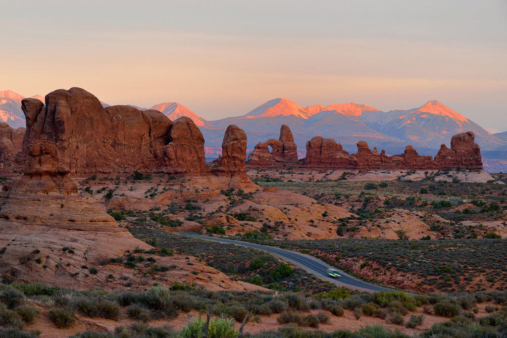 Arches National Park © Holger Rüdel | Parade of Elephants (links) und Turret Arch (rechts) im Arches National Park (USA) bei Sonnenuntergang vom View Point Garden of Eden gesehen.