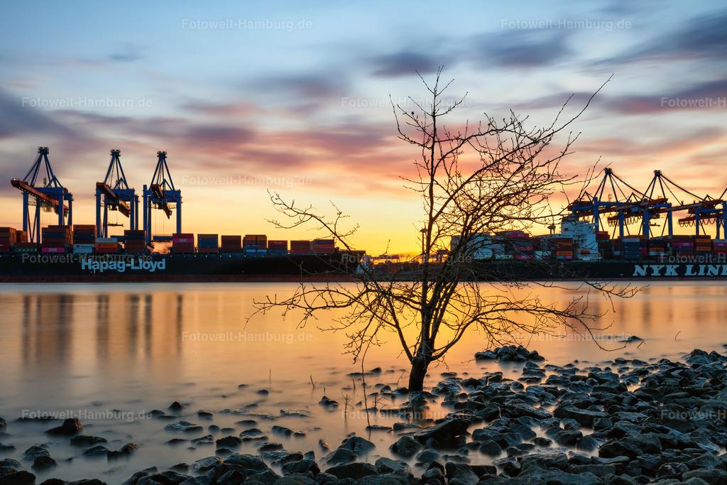 10210409 - Traumhafter Hafen | Sonnenuntergang am Containerterminal Altenwerder. Die Langzeit belichtung erzeugt eine traumhafte Atmosphäre.