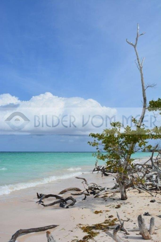 Bilder vom Meer aus der Karibik   Strandbilder mit Wolken aus Kuba