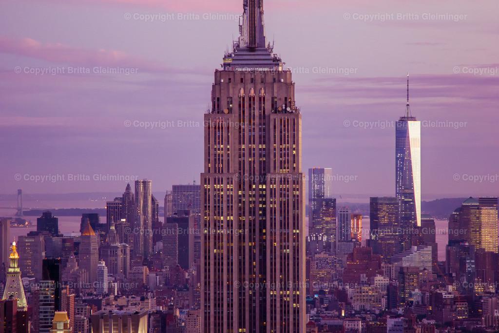 New York summer night | Dieses Bild ist vom Top of the Rock, dem Dach des Rockefeller Centers entstanden. Von dort hat man eine fantastische Sicht über New York City und kann das Empire State Building und das One World Trade Center sehen.