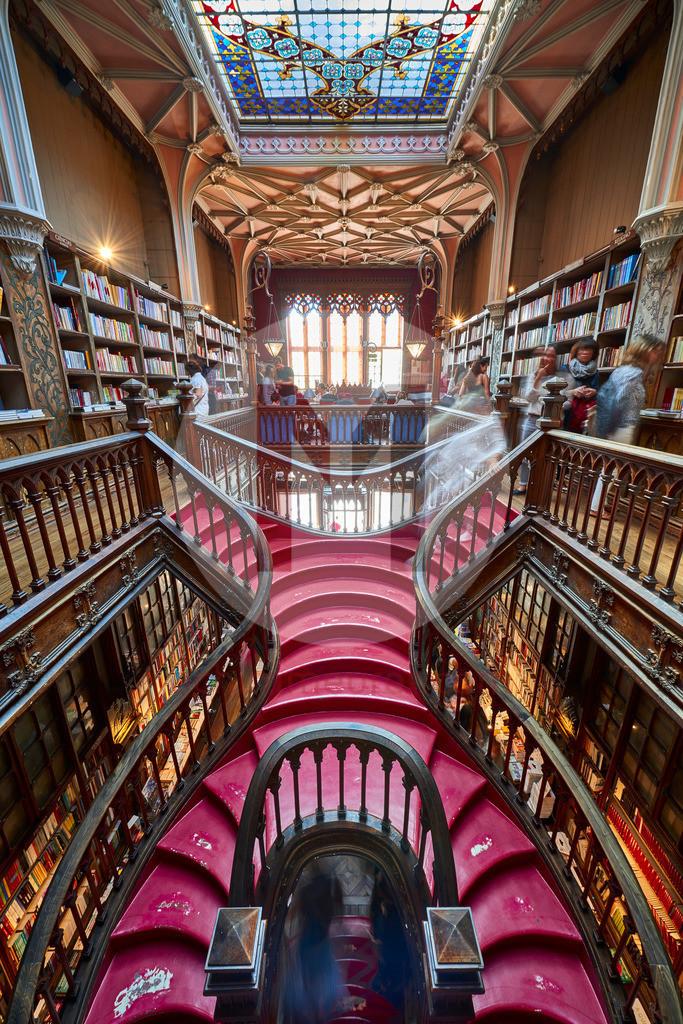 Die Buchhandlung Lello in Porto in Portugal, Inspiration für J.K. Rowling für Harry Potter