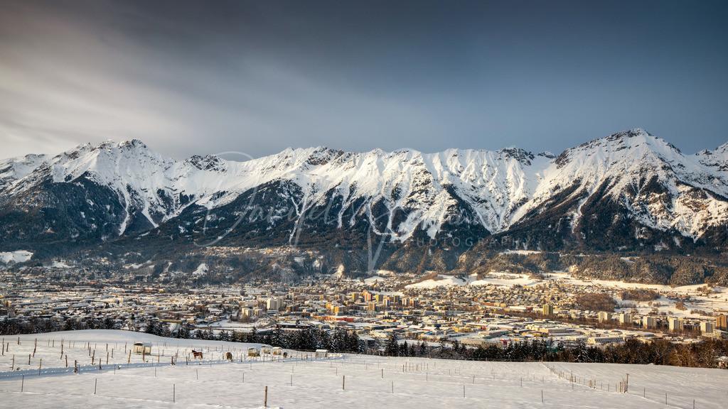 Innsbruck   Blick auf das winterliche Innsbruck