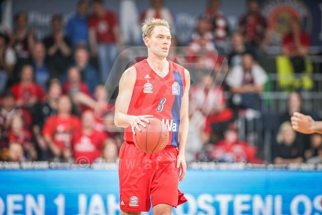 FC Bayern Basketball vs. Science City Jena, Basketball, BBL, 02.02.2019 | Petteri Koponen #8 (FC Bayern Basketball) am Ball , FC Bayern Basketball vs. Science City Jena, Basketball, BBL, 02.02.2019