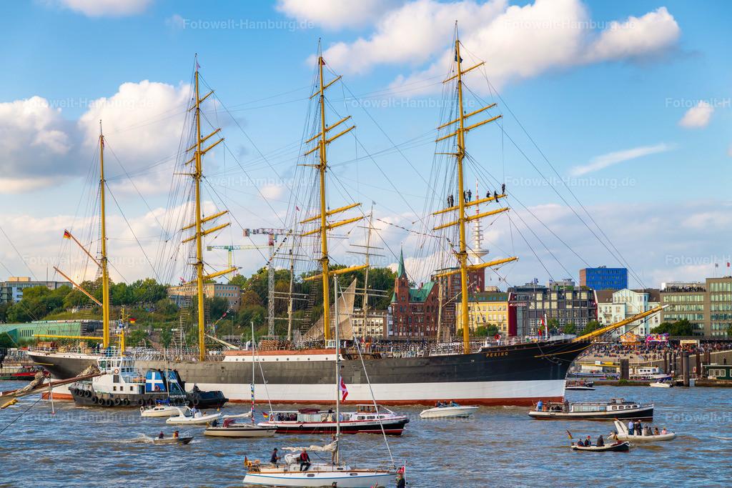10200904 - Einfahrt der Peking in den Hamburger Hafen | Das legendäre Segelschiff Peking durchquert den Hamburger Hafen.