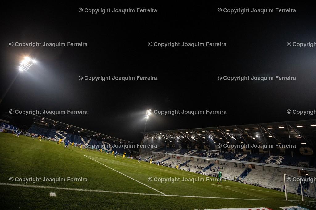 201127_svdvsbvt_0927 | 27.11.2020, xjfx, Fussball 2.BL SV Darmstadt 98 - Eintracht Braunschweig,  emspor, emonline, despor, v.l.,  Symbolbild: Flutlicht     (DFL/DFB REGULATIONS PROHIBIT ANY USE OF PHOTOGRAPHS as IMAGE SEQUENCES and/or QUASI-VIDEO)