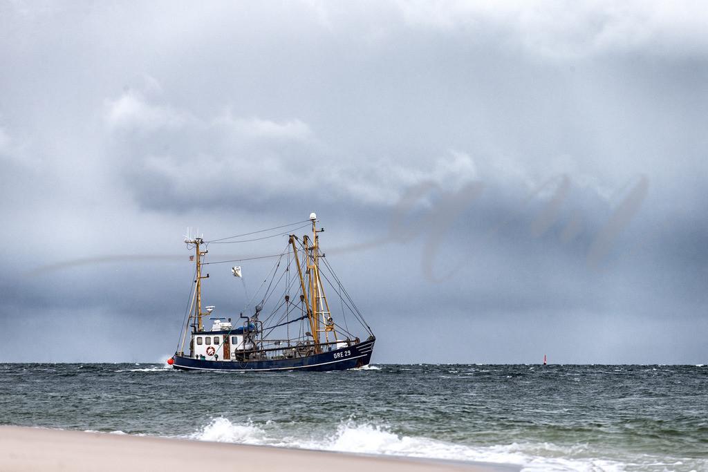 Krabbenfischer beim Fang vor Sylt | Krabbenkutter auf der Nordsee