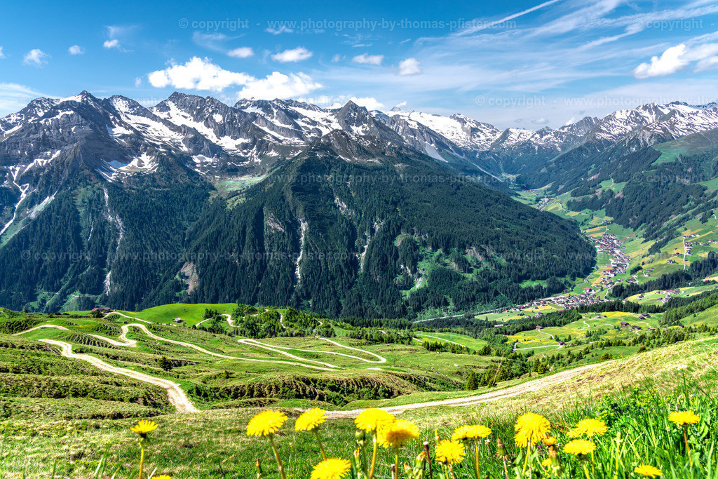Tux Blick von der Wanglalm ins Tal im Frühling