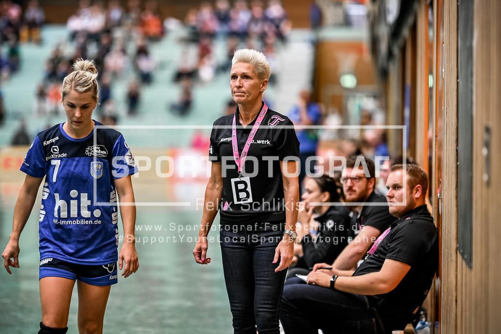 Handball I 1. HBF I Buxtehuder SV - TuS Metzingen 19.09.2020_00046 | Mitte: Edina Rott (Trainer TuS Metzingen); 1. HBF I Buxtehuder SV - TuS Metzingen am 19.09.2020 in Buxtehude  (Sporthalle Kurt-Schuhmacher Strasse), Deutschland