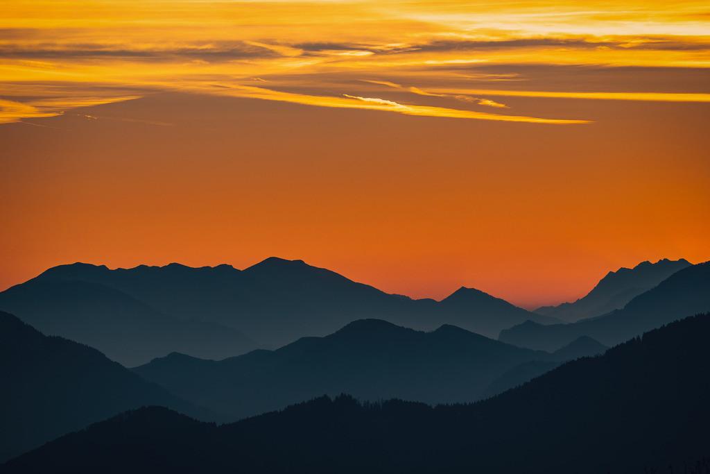 Sonnenaufgang vom Gaisberg   Sonnenaufgang vom Gaisberg mit Blick in die Berge