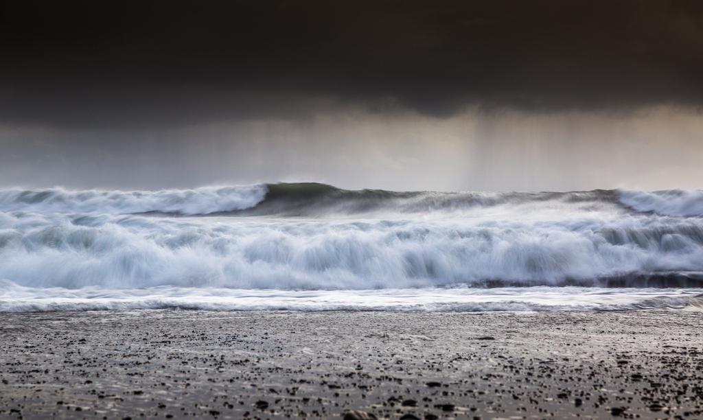 Incoming Storm | A shot taken at the black beach of Vík í Myrdal.
