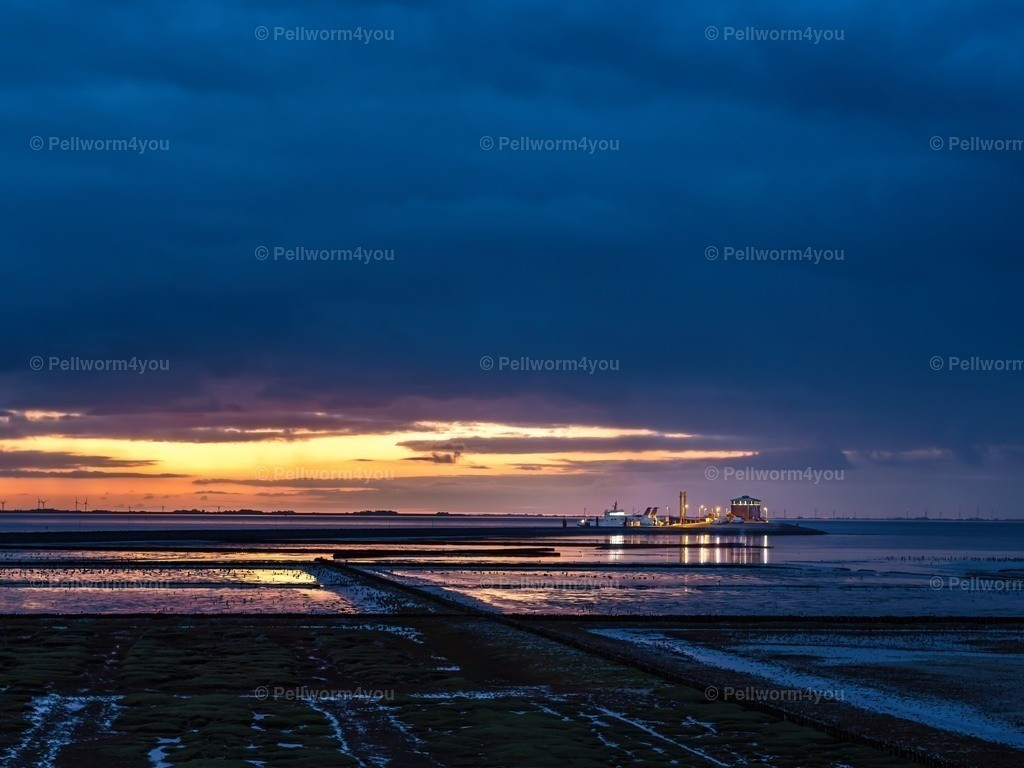 Der Tiefwasseranleger bei Sonnenaufgang