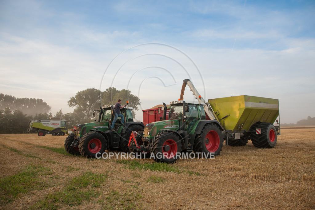 20120817-_MG_8681   Weizenernte in der Dämmerung