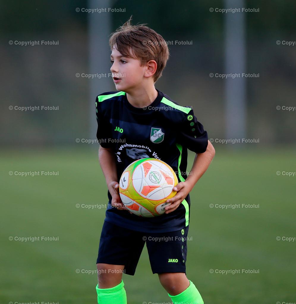A_LUI27092021_19 | SPORT,FUSSBALL, FC WELS_SC HOERSCHING U 9 27.09.2021 IM BILD: SCHWARZ (HOERSCHING) UND ROT (FC WELS )FOTO:FOTOLUI