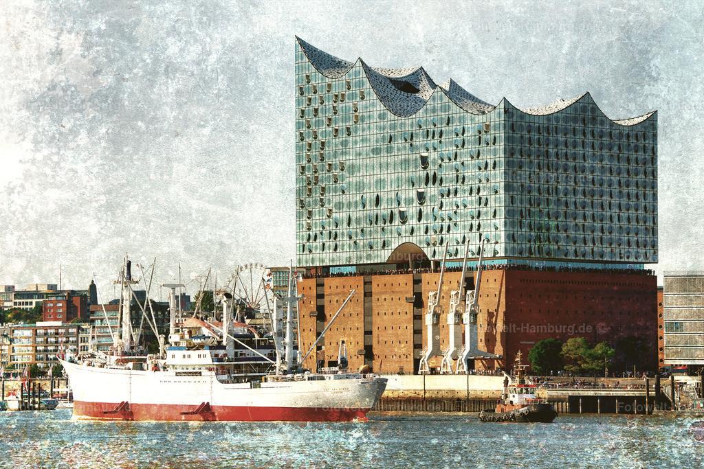 10190908 - Elbphilharmonie und Cap San Diego | Die Cap San Diego beim Einlaufen in den Hamburger Hafen vor der Elbphilharmonie.