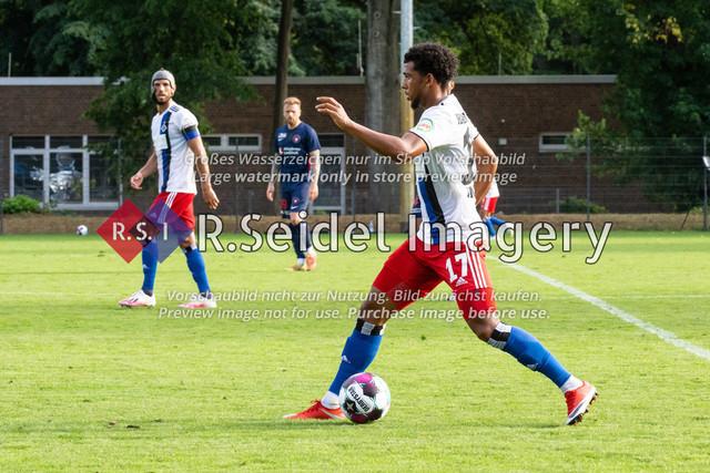 Fußball, Herren, Testspiel, Hamburger SV - FC Midtjylland, HSV-Trainingsplatz am Volksparkstadion, 20.08.2020   Xavier Amaechi (#17, HSV)