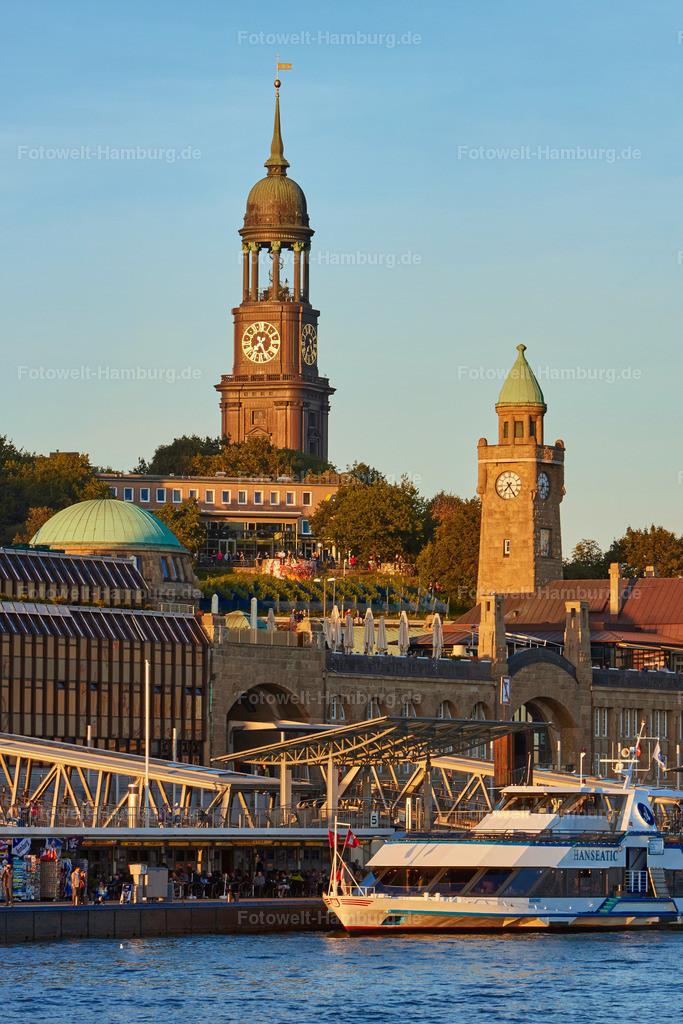 11991231 - Abendsonne | Hamburgs Abendsonne lässt den Michel und die Landungsbrücken erstrahlen.