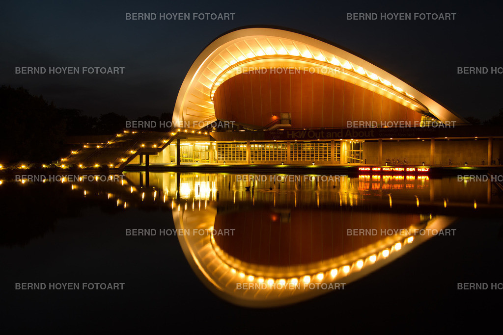 the pregnant oyster | Foto des Haus der Kulturen der Welt in Berlin, Deutschland. | Photo of the House of the World's Cultures in Berlin, Germany.