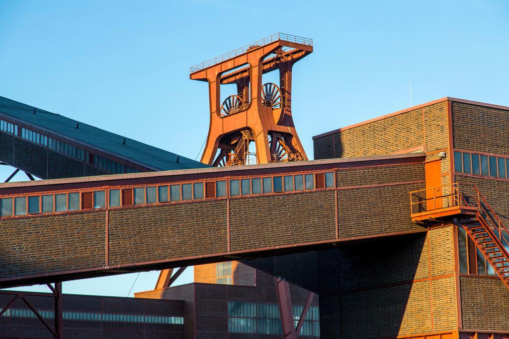 JT-170109-609   Zeche Zollverein in Essen, UNESCO Welterbe, Doppelbock von Schacht XII, Kohlenwäsche, Bandbrücken, Ruhrmuseum,