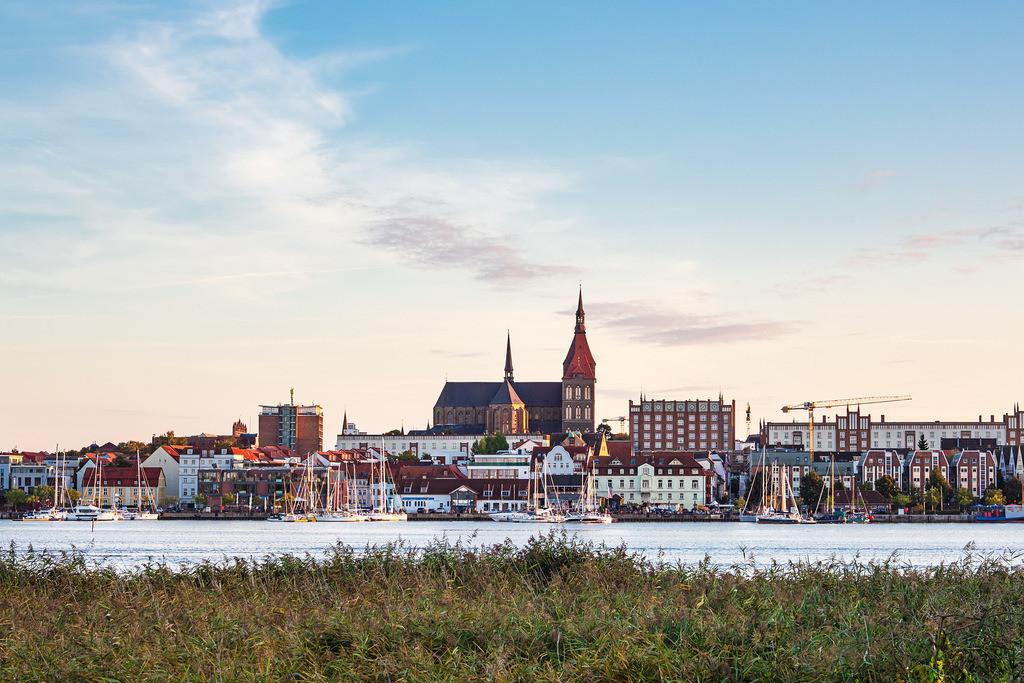 Blick über die Warnow auf die Hansestadt Rostock | Blick über die Warnow auf die Hansestadt Rostock.