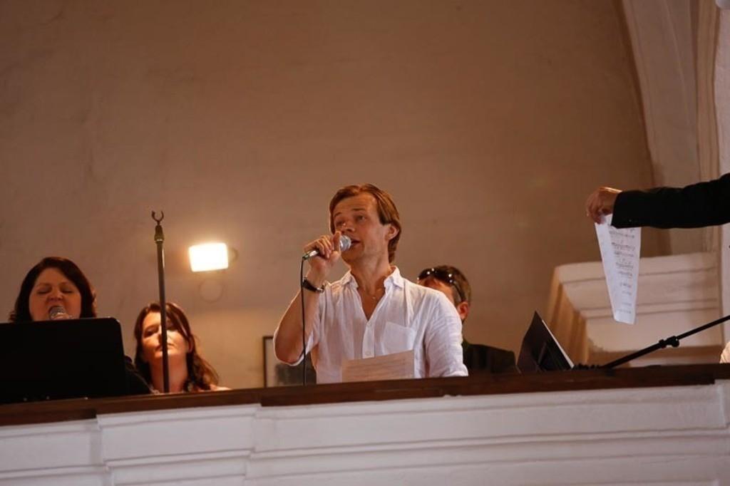 Carina_Florian zu Hause_Kirche WeSt-photographs01324