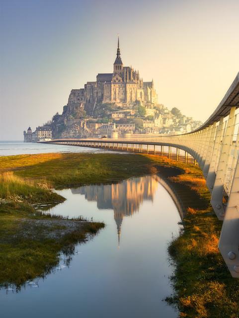 Der Mönchsberg erwacht | Le Mont-Saint-Michel ist, obwohl völlig überlaufen, immer einen Besuch wert. Und immer zeigt er sich von einer anderen Seite, allein schon wegen des starken Einflusses der Gezeiten.