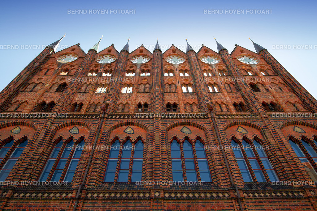 pinnacles | Foto des Rathauses in Stralsund, Deutschland. | Photo of the Stralsund Town Hall, Germany.