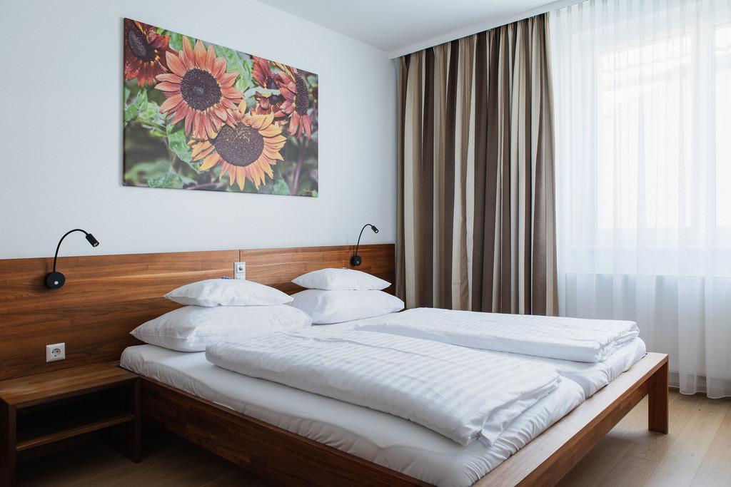 doppelzimmer-superior-03-hplus-hotel-ried