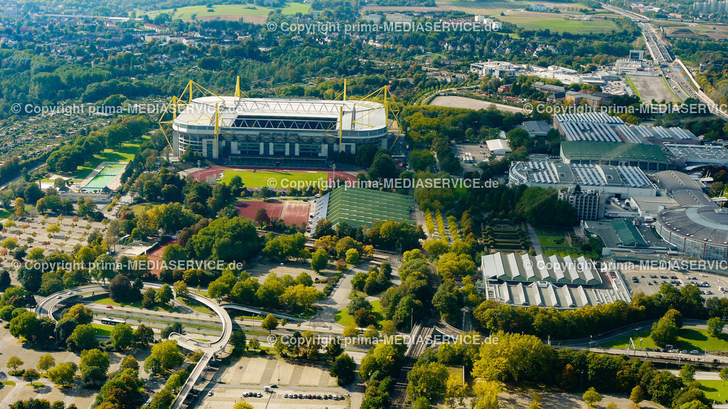 2010-10-01 Luftbilder Dortmund | Deutschland / Nordrhein-Westfalen / Dortmund / Steinerne Brücke / Westfalenhalle / Signal-Iduna-Park (Westfalenstadion) Foto: Michael Printz / PHOTOZEPPELIN.COM