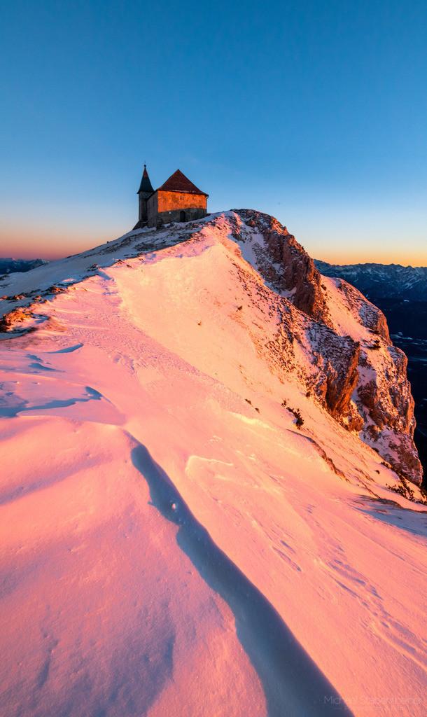 Sonnenutergang am Dobratsch   am Hausberg von Villach. In der Nähe vom Gailtal und der Grenze zu Slovenien und Italien.