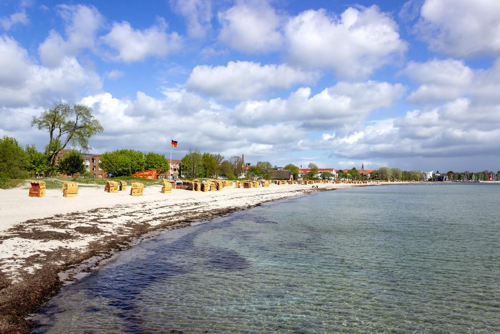 Strand in Eckernförde   Strand in Eckernförde im Frühling