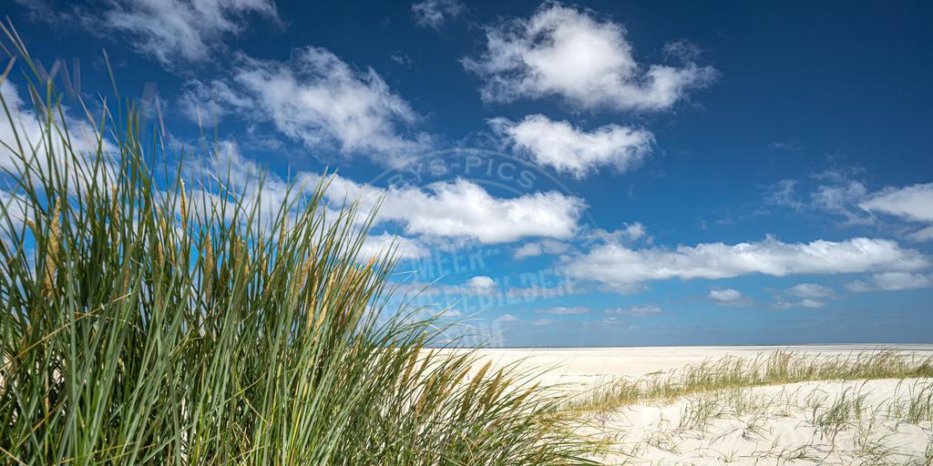 DSC6058-HDR | Strand unter blauem Himmel